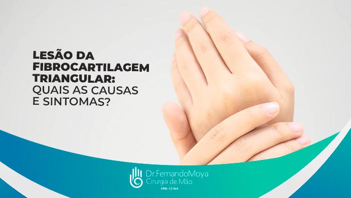 A imagem mostra duas mãos. A mão esquerda está segurando o punho da mão direita.
